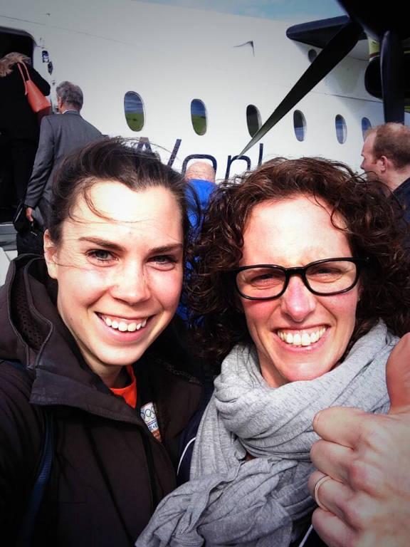 Mandy en ik voor vliegtuig